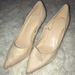 Nude pointed toe pumps